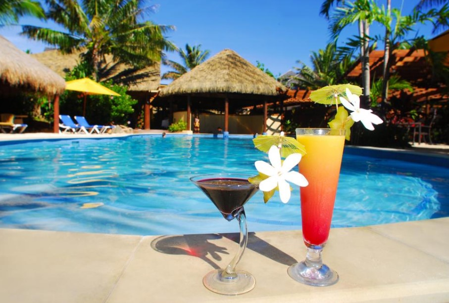Cold Vs Hot Drinks To Accompany In Swimming Pool Areas